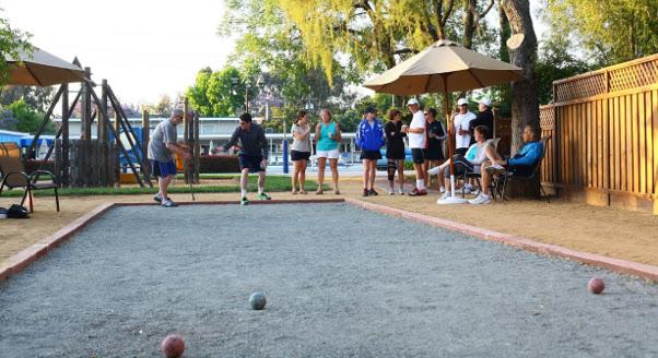 bocce-ball-family-social
