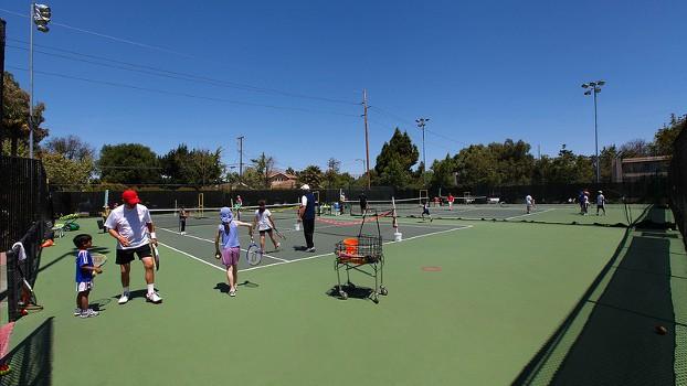 kids-tennis-camps-clinics